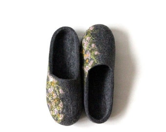 Felted wool slippers - Valentines gift - women slippers - grey slippers with small flowers - made to order- gift for her - wool clogs