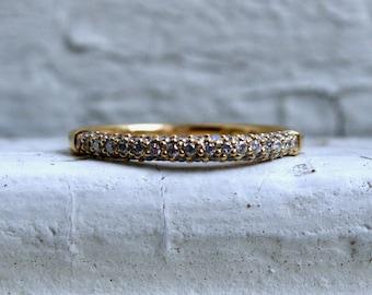 Stunning Vintage 18K Yellow Gold Pave Diamond Wedding Band - 0.49ct.