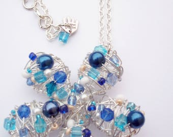 Striking wire wrapped pendant necklace