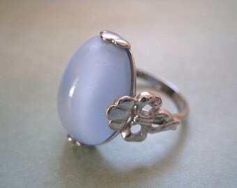 Vintage Moonglow Ring by Avon Size 7 Silver tone Ring Blue Glass Ring 1970s