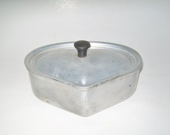 Vintage Wearever Cookware Triangle Pot with Lid Camping Woodstove Humidifier