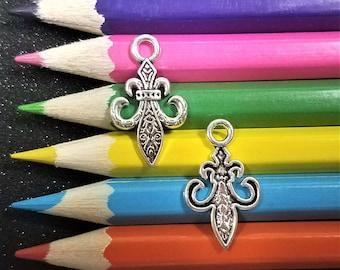 10 PCS - Decorative Fleur De Lis Silver Tone Charm Pendant C1693