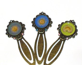Flower Bookmark, Daisy Bookmark, pressed flower, bronze filigree bookmark, Teacher Gift, Mother's Day gift