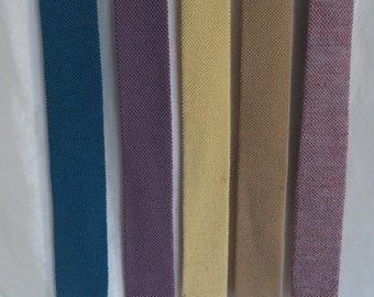 Vintage 70s mens tie, neckwear, skinny knit square bottom