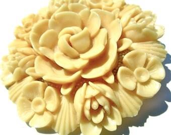 """30s Bakelite Brooch - Floral Pin - Flower - 2"""" Round - Vintage Brooch"""