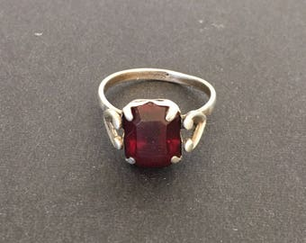 Vintage Sterling Silver Prong Set Red Rhinestone Heart Ring, Valentines Day Gift SZ 6 Love and Romance