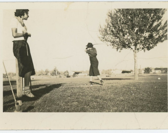 Vintage Snapshot Photo: Women Golfing, c1930s (611523)