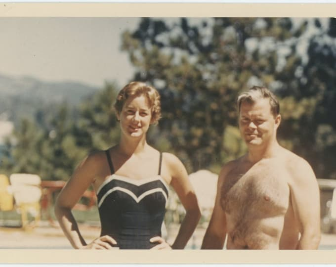 Vintage 1966 Kodachrome Print Snapshot Photo: Couple  (72551)
