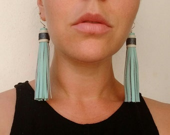 Leather tassel earrings (10cm) -- teal