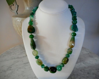 Green Agate Gemstone Necklace, Agate jewelry, Green beaded necklace, Green stone necklace, Boho Jewelry, Agate Beaded Necklace,