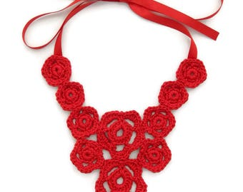 Cherry red flower necklace / Statement necklace / Bib necklace / Flower necklace / Red flowers / Crochet jewellery / Crochet necklace / Gift