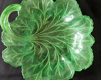 Vintage Cabbage Plate, Salad Plate, Mid Century [E]