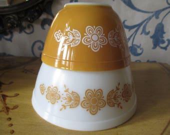 Tow Pyrex Butterfly Gold Bowls. 1.5pt & 1.5qt #401, #402