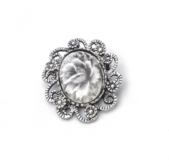Vintage silver tone filigree lace black and white rose flower cameo pendant brooch sweater pin