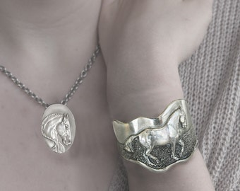 Horse jewelry sets, Classical Horse bracelet & necklace set, sculptured silver pewter, handmade USA