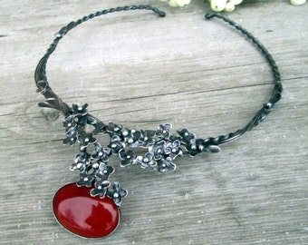metal necklace with carnelian