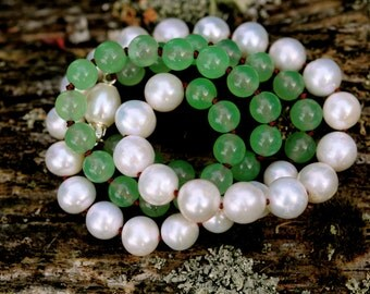 white pearl and green jade necklace