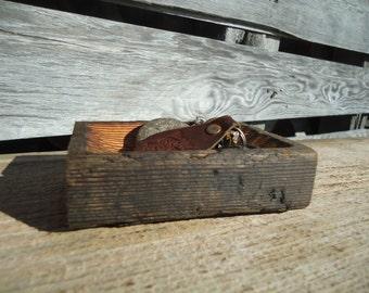 Rustic key tray - Wood key tray - Salvaged barn boards - Wood carving - Wedding ring holder - Wood Jewelry Tray - Wood Key tray - Ring dish