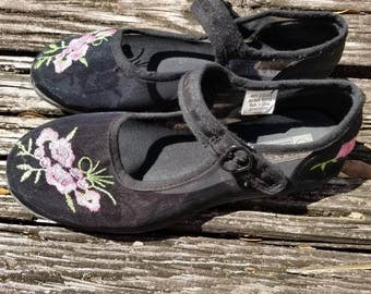 90s Embroidered Mary Janes size 6