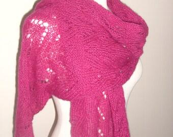 Etole/châle entièrement en maille dentelle , tricotée main en kid mohair rose fushia