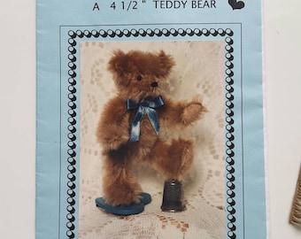 "Beary Little Kit A 4 1/2"" Teddy Bear Pam Holton Designs Kit"