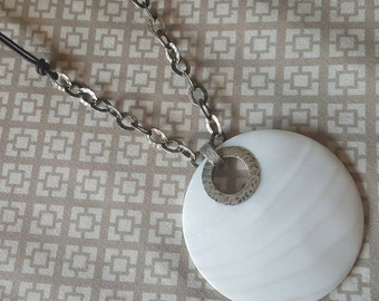 Shell Disk Pendant On Leather Necklace with Hammered Silver Chain Links (st - 1899)