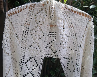 White Cotton Shawl Fringed or Wrap Vintage French Hand Crocheted Cotton Shawl #sophieladydeparis