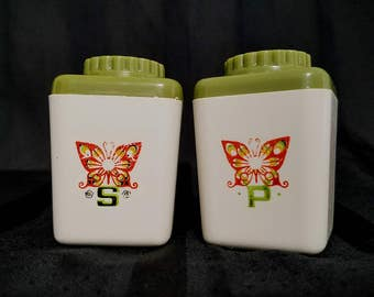 Butterfly Salt Pepper Shakers Avocado Orange Plastic 70's Kitsch Kitchen Picnic Vintage Travel Size S & P