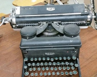 On Sale Vintage Royal Typewriter with Black Ink Spool Collectible Home Decoration Antique Computer