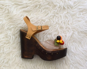 70s Platform Sandals w Fruit/ 1970s Wood and Leather Wedges/ See Thru Shoes/ Womens Size 5 5.5
