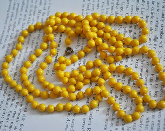 Vintage Yellow Glass Flapper Style Necklace - 1940s Art Deco Style