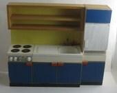 Holz Puppenhausküche. KÜCHENZEILE mit Herd, Spülbecken, Kühlschrank - Kombination mit Unter- und Oberschränken. Mit MÄNGELn! VINTAGE