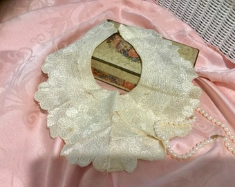Lovely, Antique, Womens Lace Collar