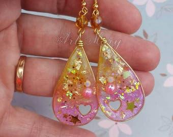 Earrings in resin