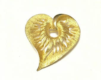 Beautiful Vintage Golden Heart Brooch, Heart Brooch, Heart Pin, Golden Heart Pin, Vintage Accesories, Vintage Brooches, Mother's Day Gift