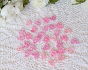 32 lacy tiny crochet hearts - 1 inch or 2,5 cm
