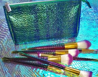 UNIPUG Holographic Mermaid Make Up Cosmetic Bag & Full set of Rainbow Powder Blusher Foundation Brushes