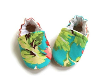 Baby booties, baby shoes, baby slippers, baby girl booties, crib shoes, soft sole baby moccs, baby moccasins, fabric baby booties, baby gift