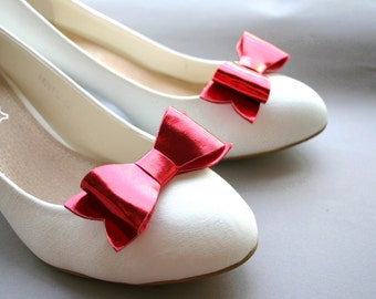 Bow shoeclips in red metallic leatherette, bows, shoe clips, preppy, wedding, faux leather, shiny, bright red
