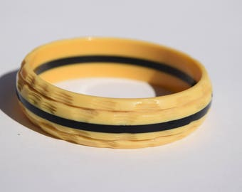 celluloid bracelet vintage carved bangle cream with black stripe great vintage condition classic design collectible jewelry