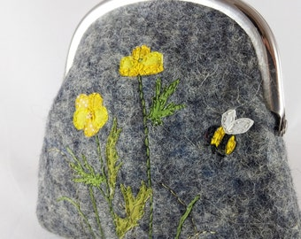 Felt purse, clip frame purse, coin purse, embroidered flowers, wildflower purse, small clutch purse, cute flower purse, gift for her