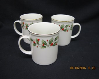 Royal Gallery Fine China Holly (6283) Mugs (3)