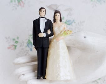 Bride and Groom Cake Topper - Vintage Wedding Couple