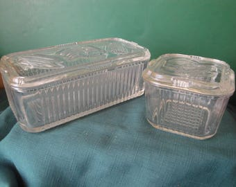 Set Of 2 Federal Glass Ribbed Veggie Or Vegetable Refrigerator Dishes With Vegetable Designs, Kitchen Collectible