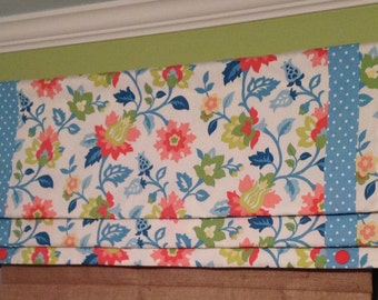 Ready To Ship......Mock Floral Lined Roman Shade Display with Polka Dot Banding & Button Detail .......Hand Made.