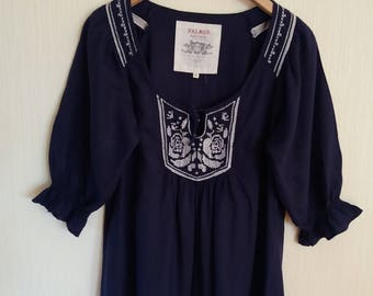 Vintage Womens Blue Embroidered Blouse Medium/ Large Size.