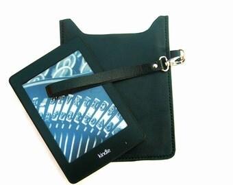 Black leather Kindle case. Leather Kindle cover. Leather e-reader case. Leather e-reader holder. Paperwhite case. Kindle sleeve.