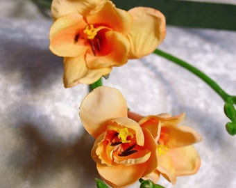 Real Look Silk Freesia Spray on Stem in PEACH MELBA~Top Quality Flower~Exquisite~Wedding~Display~Spring!~New