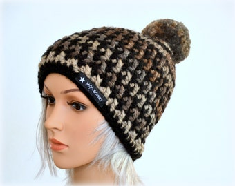 Hat with wool Pompom