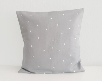 Cushion cover with small triangles